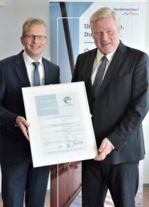 General manager Holger Banik and the Minister of Economic Affairs of Lower Saxony Dr. Bernd Althusmann